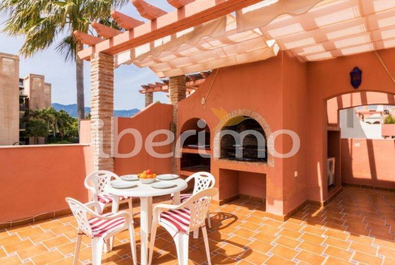 Villa   à Estepona pour 8 personnes avec piscine commune p8