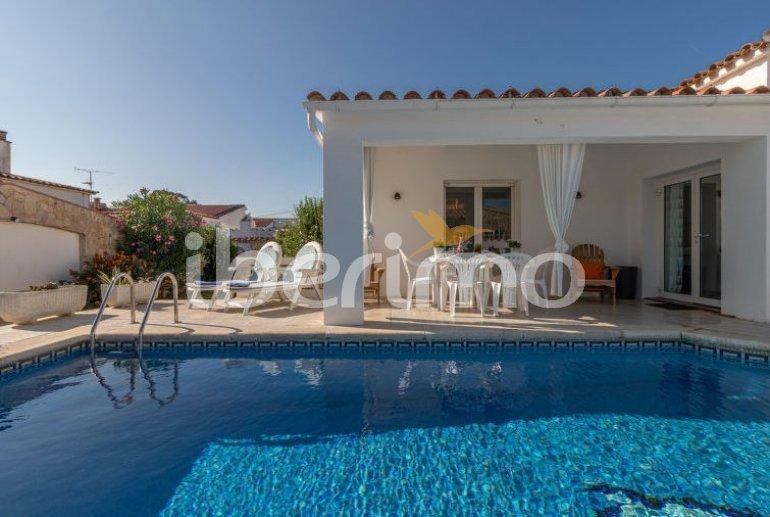 Villa   à Empuriabrava pour 6 personnes avec piscine privée p3