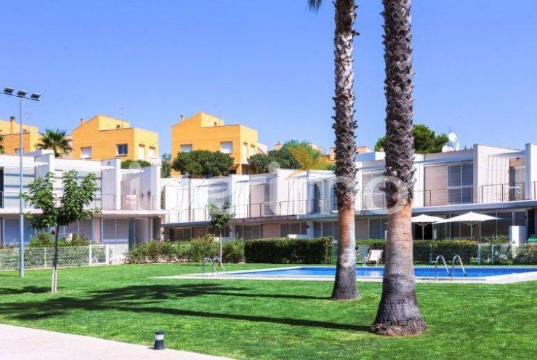 Villa   à L'Ampolla pour 6 personnes avec piscine commune p1