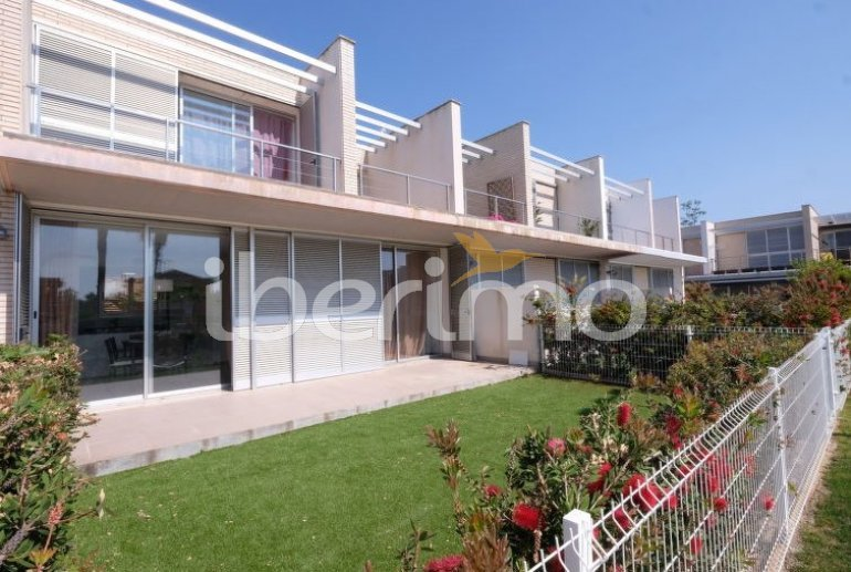 Villa   à L'Ampolla pour 6 personnes avec piscine commune p6