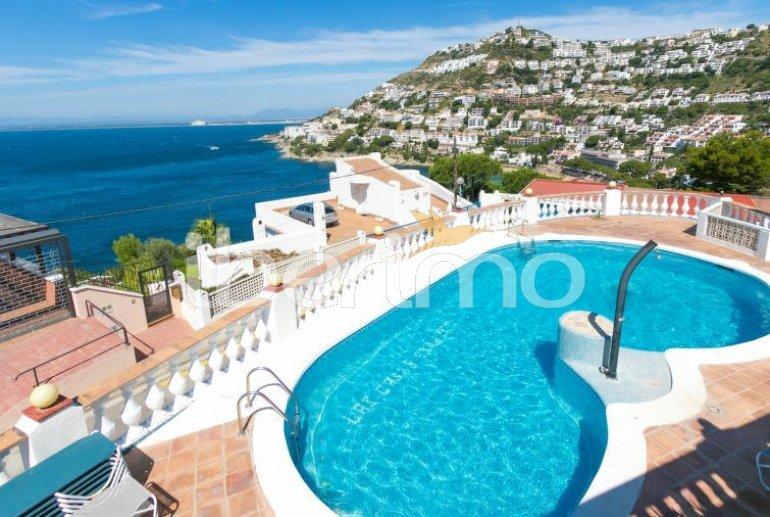 Villa   à Rosas pour 4 personnes avec piscine commune p0