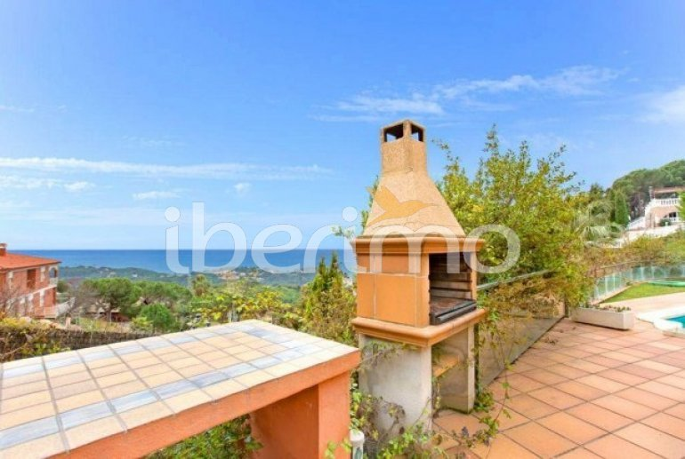 Villa   à Lloret del Mar pour 10 personnes avec piscine privée, climatisation et belle vue mer p4