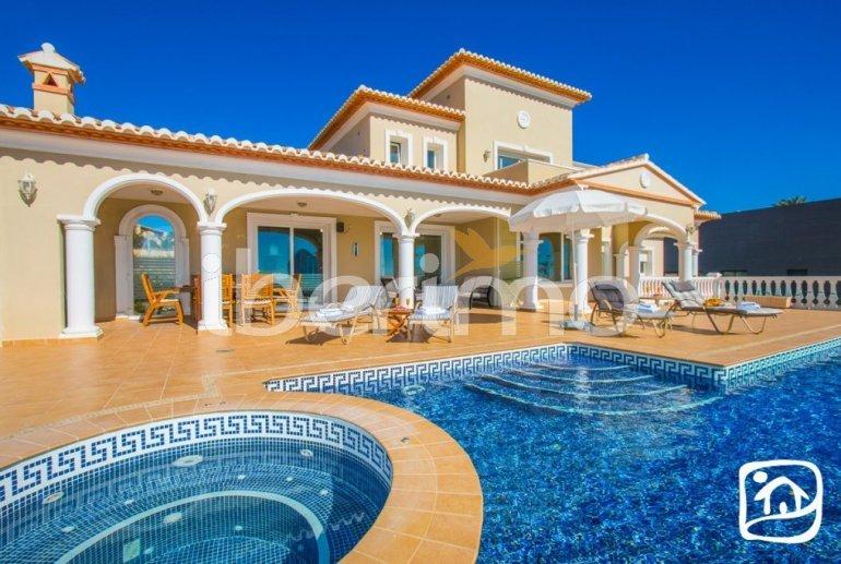 Villa   à Calpe pour 6 personnes avec piscine privée, vue mer et climatisation p0