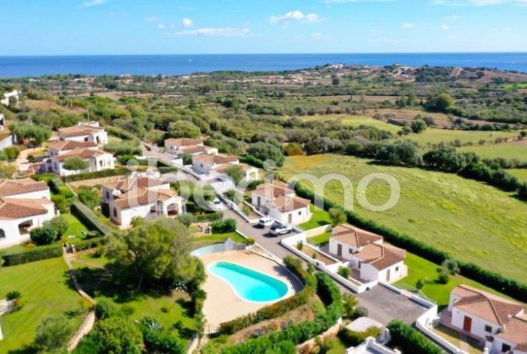 Villa   à Budoni pour 4 personnes avec piscine commune p0