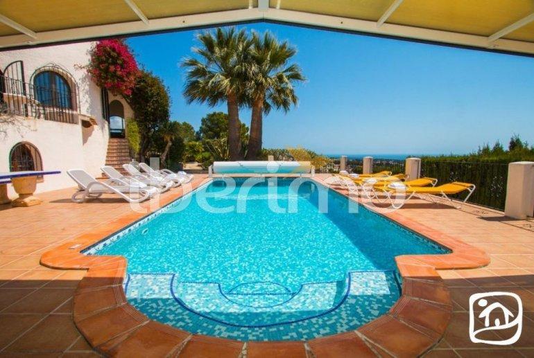 Villa   à Benissa pour 10 personnes avec piscine privée couverte, solarium et belle vue mer p2