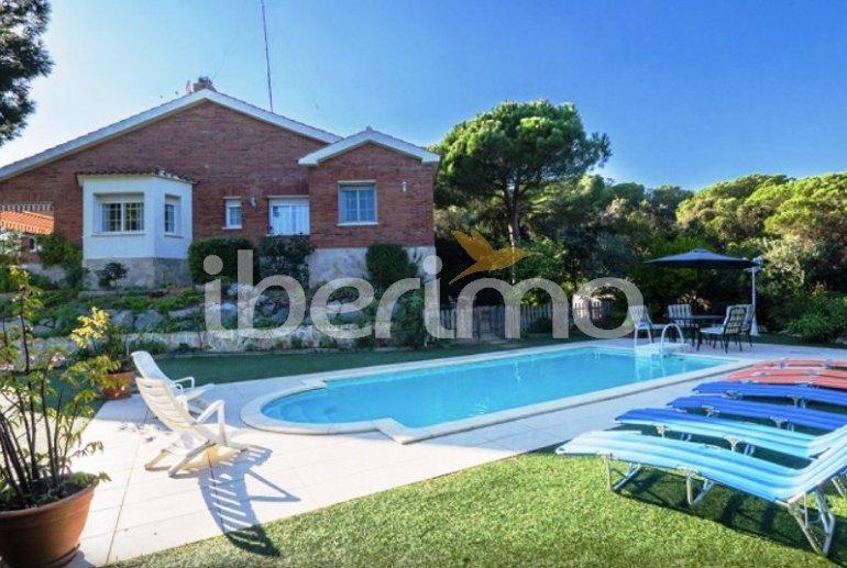 Villa   à Sant Vicenç de Montalt pour 10 personnes avec piscine privée p0