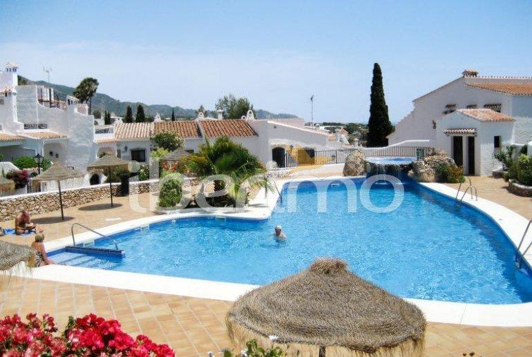 Appartement   à Nerja pour 4 personnes avec piscine commune p1