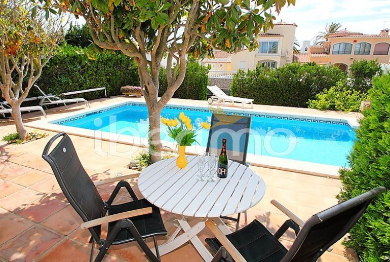 Villa   à Empuriabrava pour 8 personnes avec piscine privée p2