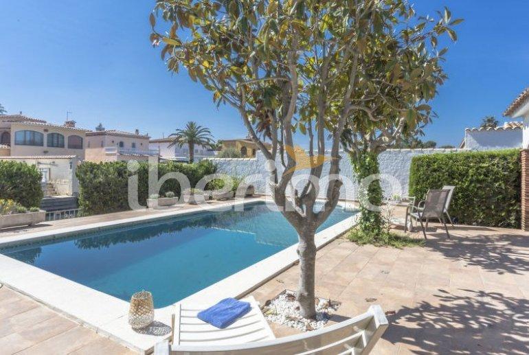 Villa   à Empuriabrava pour 8 personnes avec piscine privée p6