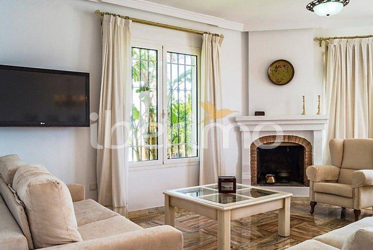 Villa   à Mijas pour 8 personnes avec piscine commune p10