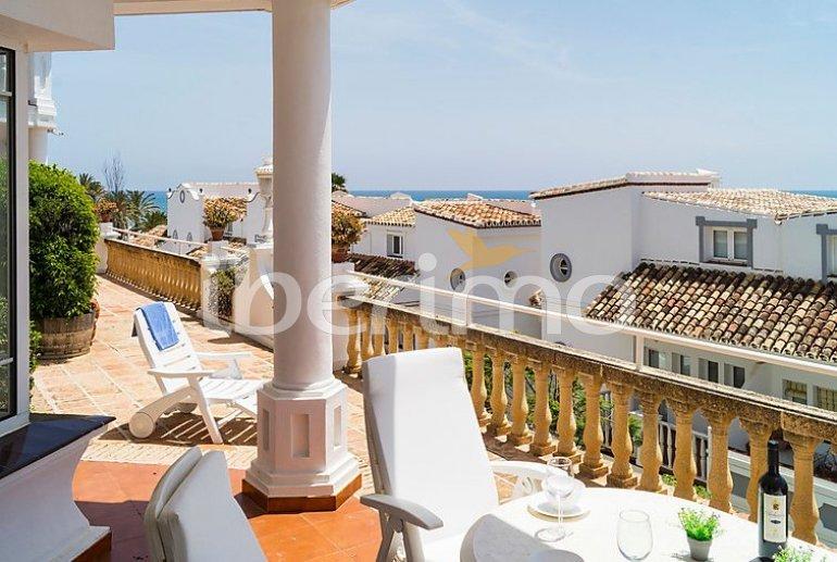 Villa   à Mijas pour 8 personnes avec piscine commune p8