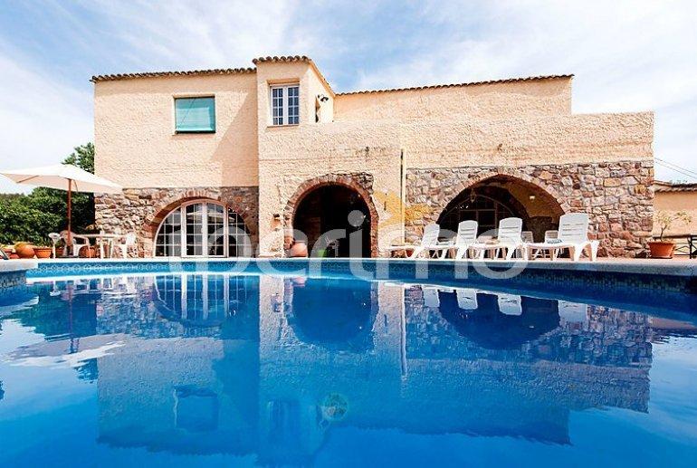 Villa   à Viladecavalls pour 8 personnes avec piscine privée p1