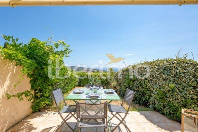 Villa   à Les Issambres pour 4 personnes avec piscine commune p4