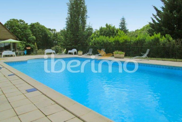 Villa   à Aubazine pour 4 personnes avec piscine commune p0