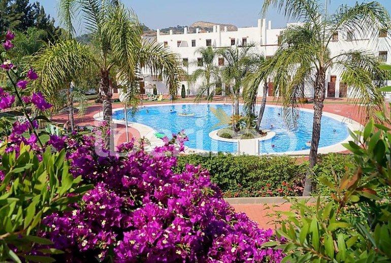Villa   à Mijas pour 6 personnes avec piscine commune p2