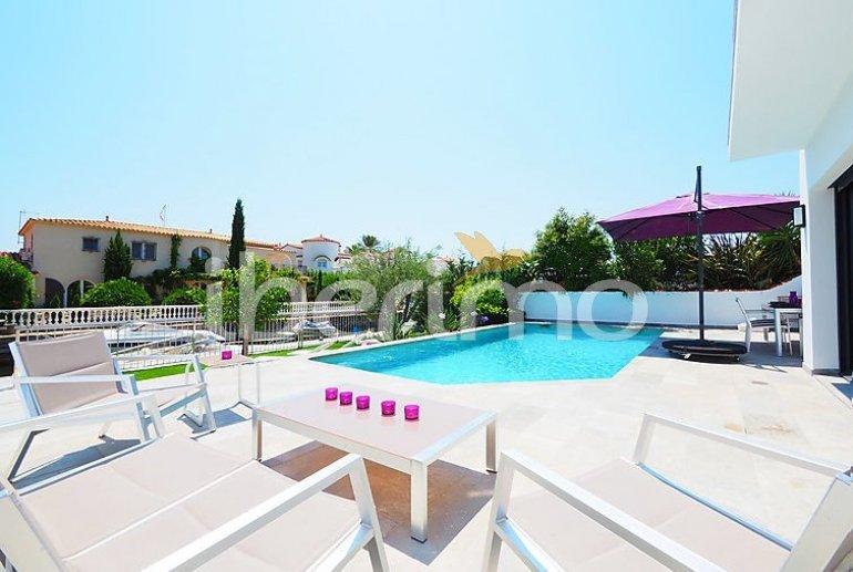 Villa   à Empuriabrava pour 10 personnes avec piscine privée p3