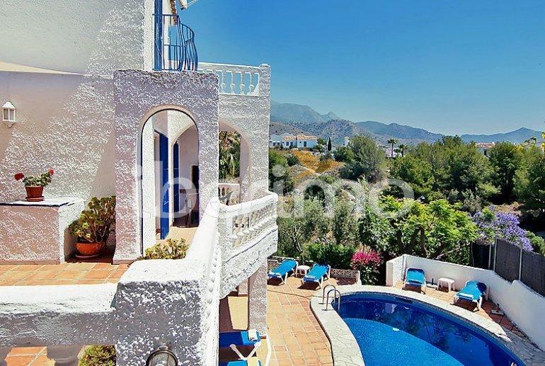 Villa   à Nerja pour 9 personnes avec piscine privée p0