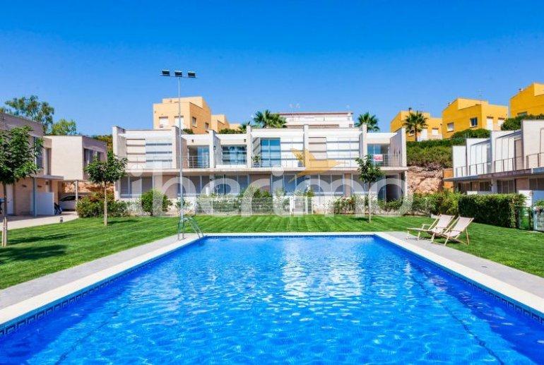 Villa   à L'Ampolla pour 6 personnes avec piscine commune p0
