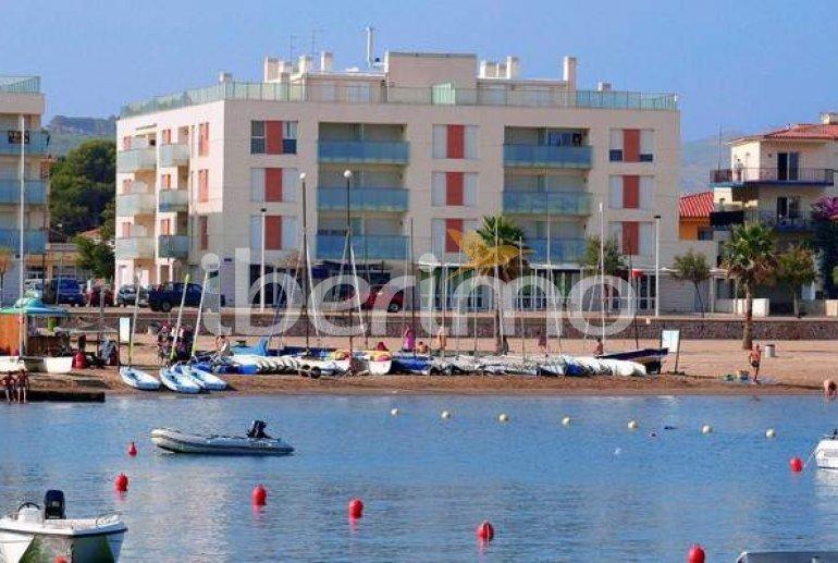 Appartement   à L'Escala pour 4 personnes avec parking privé, climatisation et proche mer p0